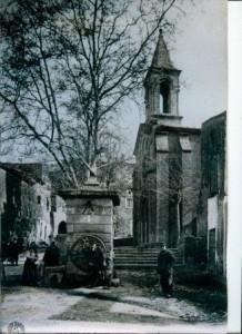 L'église et le puits à Masmolène